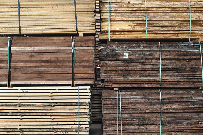 Schnittholz besäumt und unbesäumt